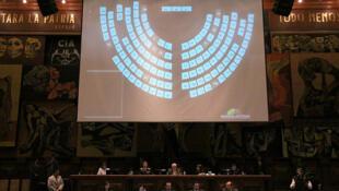 Ecuador: el pleno de la Asamblea Nacional comenzó el debate final del proyecto de Ley de Comunicación el 15 de noviembre de 2011.