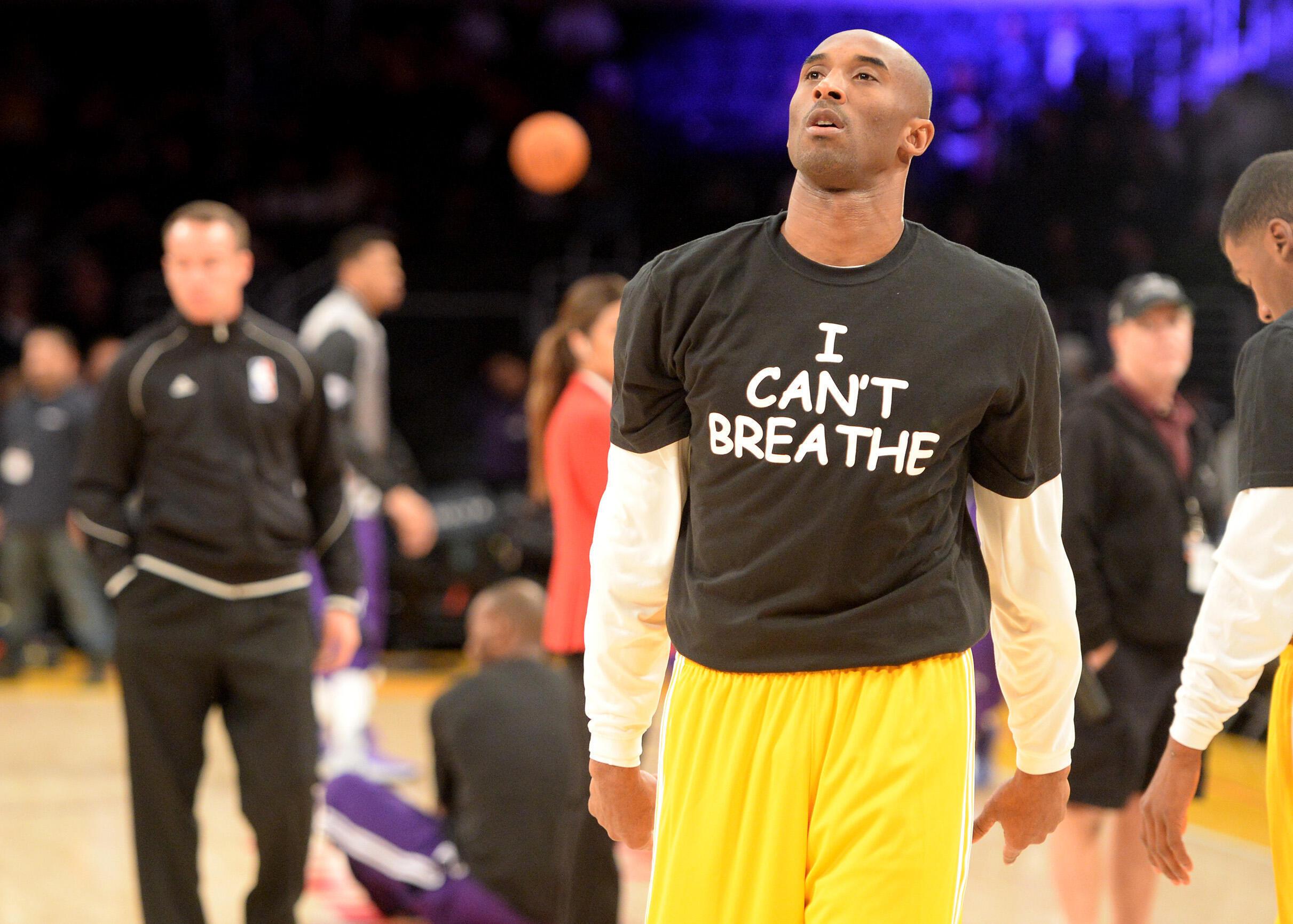 Kobe Bryant, joueur des Lakers, porte les derniers mots prononcés par Eric Garner «Je ne peux pas respirer», le 9 décembre 2014 à Los Angeles.