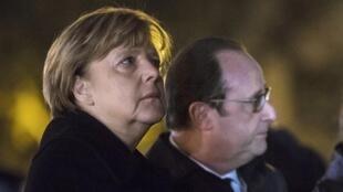 Angela Merkel (ushoto) zirani Paris akiambatana na Hollande (kulia), Novemba 25, 2015.