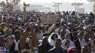 Manifestation d'immigrés africains devant l'ambassade américaine à Tel-Aviv, le 6 janvier 2014.