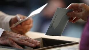 A vote is cast in French regional elections in 2015