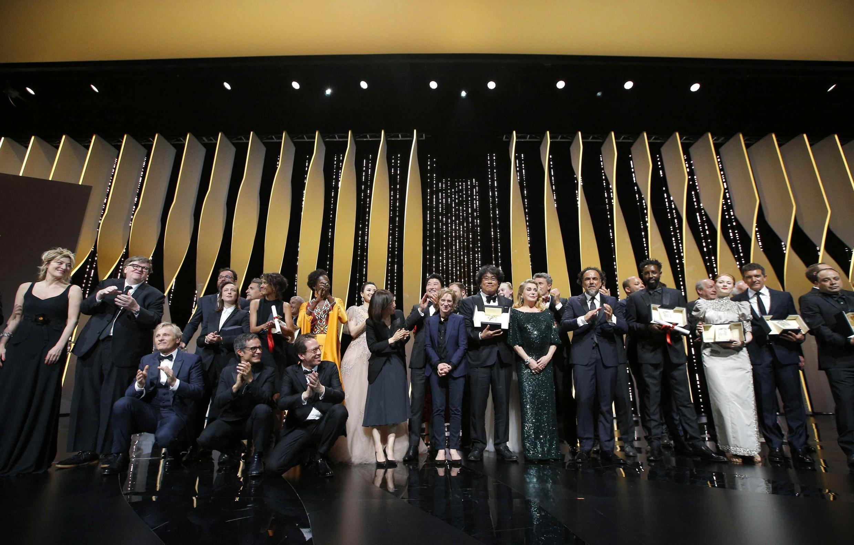 L'ensemble des lauréats réunis lors de la clôture du 72e Festival de Cannes, le 25 mai 2019.
