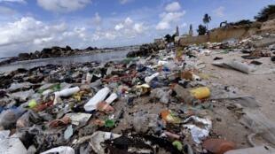 La pollution des plages au Sénégal est un véritable fléau.