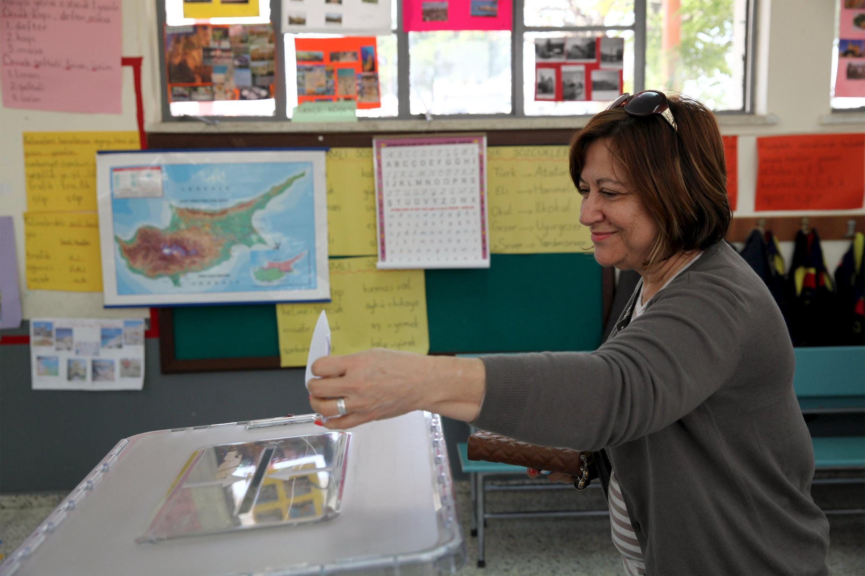 Un bureau de vote à Famagusta, à Chypre-Nord, le 19 avril 2015.