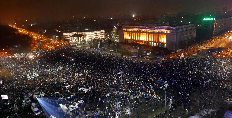 Biểu tình mừng thắng lợi ở Bucarest sau khi chính phủ Rumani hủy nghị định giảm nhẹ tội tham nhũng. Ảnh 05/02/2017.