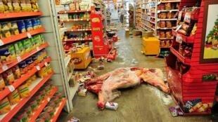 Imágen de un supermercado de Córdoba saqueado.
