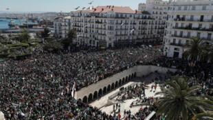 Biển người biểu tình tại thủ đô Alger chống tổng thống Bouteflika ngày 15/03/2019.