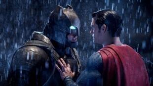 Apesar do sucesso nas bilheterias, Batman vs. Superman foi considerado um dos piores filmes do ano na seleção da Framboesa de Ouro.