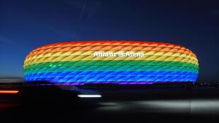 L'Allianz arena de Munich aux couleurs arc-en-ciel le 9 juillet 2016 à l'occasion d'un événement LGBT