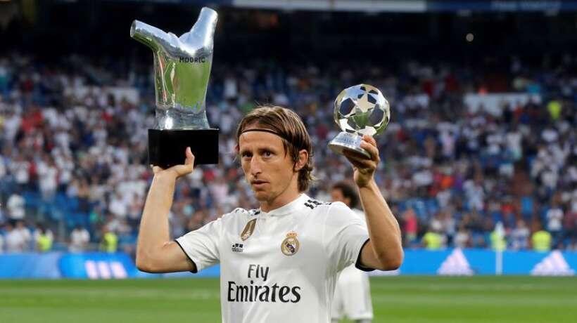 لوکا مودریچ از سوی (فیفا) به عنوان برترین بازیکن فوتبال جهان شناخته شد