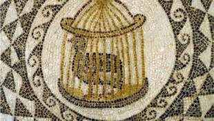 Oiseau en cage, mosaïque romaine de Tunisie. Musée National Du Bardo,