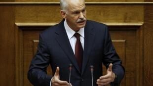 លោក George Papandreou នាយករដ្ឋមន្រ្តីក្រិក នៅក្នុងអង្គប្រជុំសភា ថ្ងៃទី៣ វិច្ឆិកា ២០១១