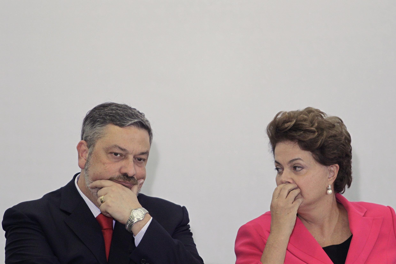 Depois de passar a tarde reunido com a presidente Dilma Rousseff em Brasília, o ministro-chefe da Casa Civil, Antonio Palocci, apresentou sua demissão.