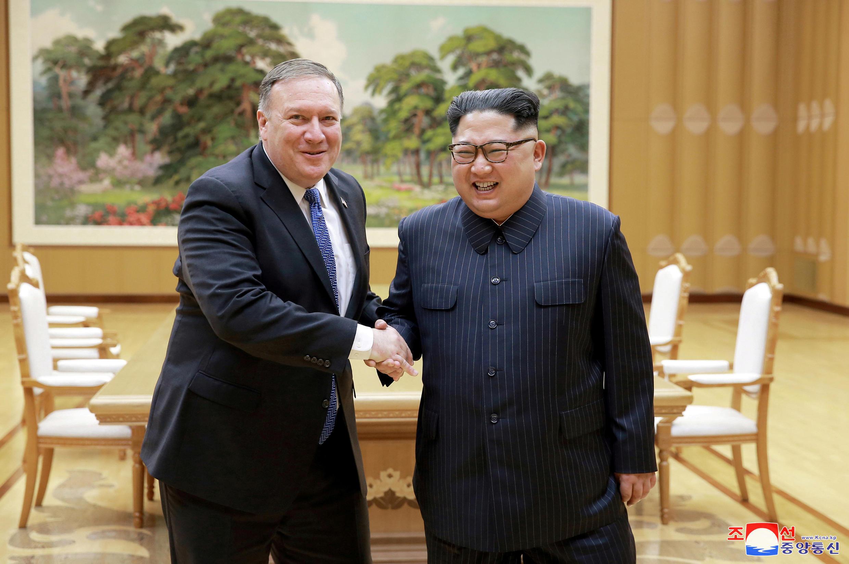 朝鮮領導人金正恩與美國國務卿蓬佩奧在平壤  2018年5月9日