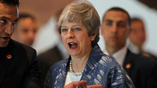 La Primera Ministra británica, Theresa May en rueda de prensa a su llegada, este domingo, a la Cumbre de la Liga Árabe y la Unión Europea. Egipto, 24 de febrero de 2019.