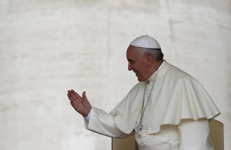 François a reçu pour la première fois ce lundi des victimes de  prêtres pédophiles et dénoncé la «complicité» d'une partie du clergé.