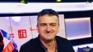 Pascal Dessaint en studio à RFI (novembre 2019).