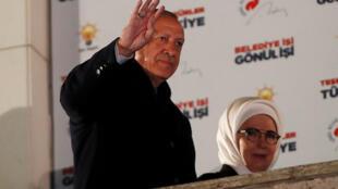 رجب طیب اردوغان، رئیس جمهوری ترکیه و همسرش پس از انتخابات شوراها در ترکیه April 1, 2019.