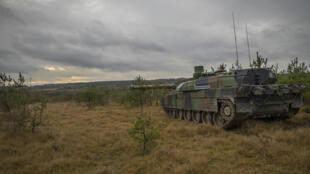 Char «Leclerc» sur le champs de manœuvre.