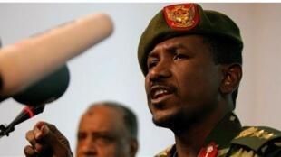 Msemaji wa jeshi la Sudan, Sawarmi Khaled Saad, akizungumza na waandishi wa habari