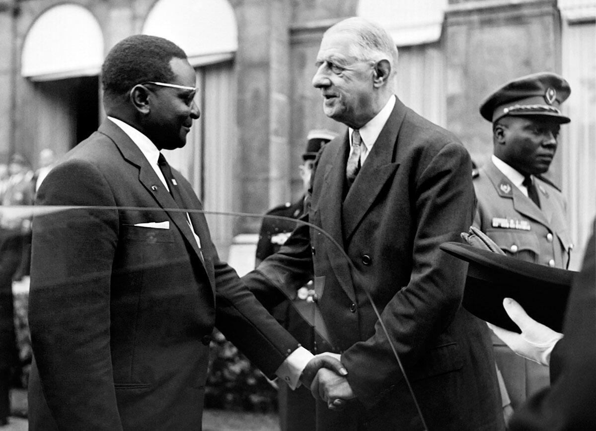 Hamani Diori, président du Niger avec le président Charles de Gaulle. Diori devient, dans les années 1960, l'allié de la France et Paris assure sa protection.