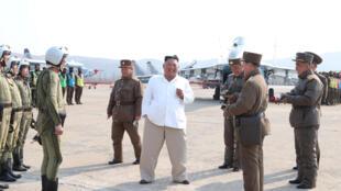 朝中社今年4月12日發表的金正恩視察部隊資料圖片