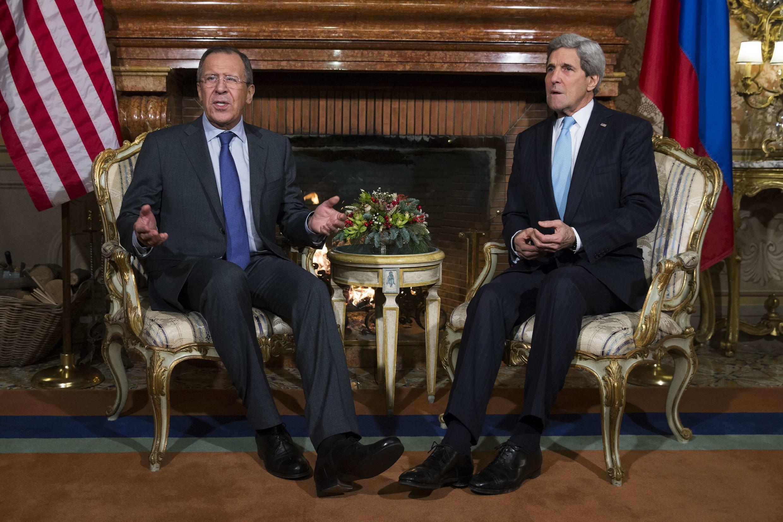 Serguei Lavrov, à esquerda, e John Kerry, à direita, se encontram em Roma.