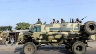 Patrulha do exército moçambicano