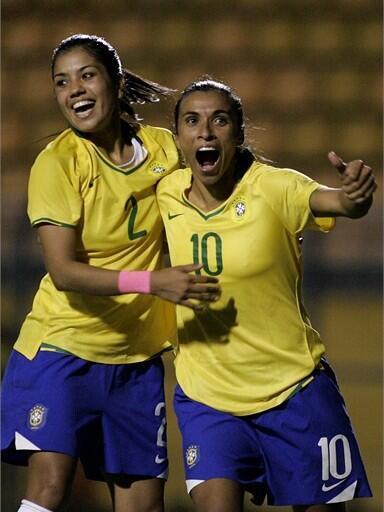 A dupla de ataque da seleção feminina, Cristiane (esq.) e Marta.