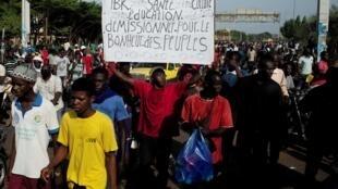 Wasu masu zanga-zangar adawa da shugaba Ibrahim Boubacar Keita a Mali.
