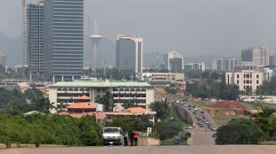 Une vue d'Abuja, au Nigeria, où le pidgin est parlé par au moins 50% de la population et par toutes les classes sociales.