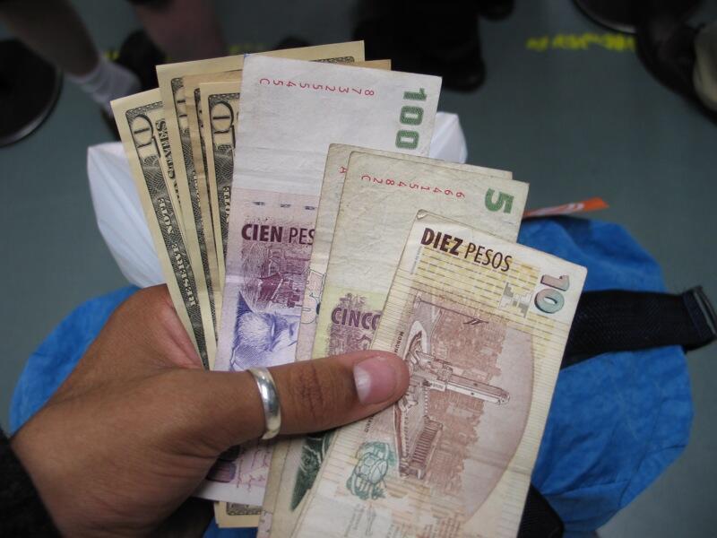 Governo argentino libera compra de moedas estrangeiras em mercado oficial.