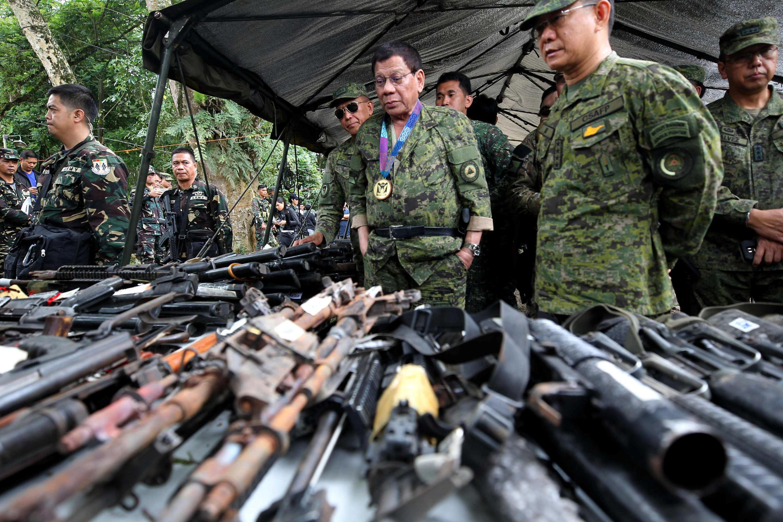 菲律賓總統今夏視察馬拉維軍務近照