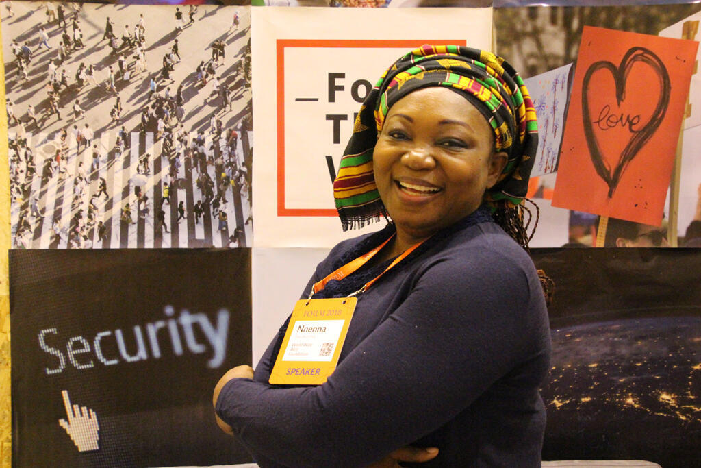 Nnenna Nwakanma intervient sur scène lors de cette édition 2018 du Web Summit au nom de la Web Foundation.