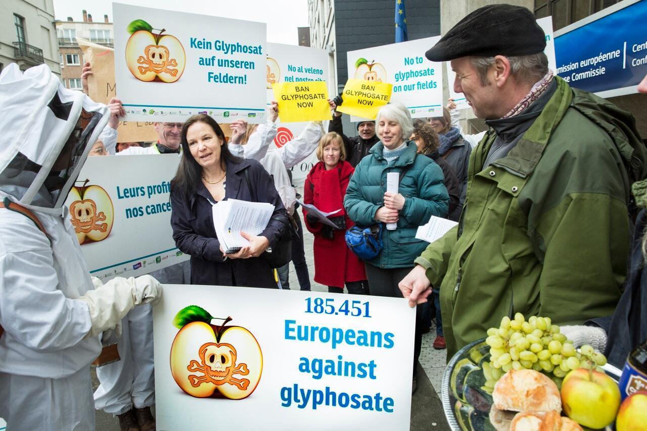 Manifestação na Europa contra o uso do glifosato na agricultura.