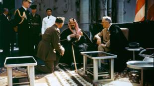 پیمان کْوینْسی (1945)، روزولت و عبدالعزیز آل سَعود