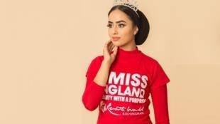 Sara Iftekhar é a primeira candidata a participar da final do Miss Inglaterra usando um véu islâmico.