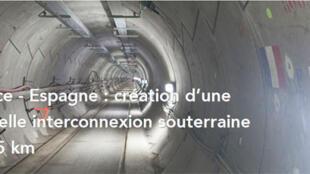 """Tunnel par lequel passe le câble de haute tension d""""interconnexion électrique entre l'Espagne et la France."""