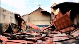 Les décombres de l'église de Dorota à Nzérékoré