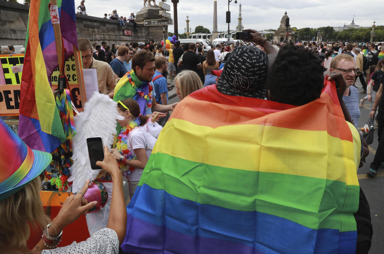 Pela primeira vez desde 1977, a Marcha do Orgulho LGBT em França, partiu da cidade suburbana de Pantin para a Praça da República em Paris.A edição de 26 de Junho de 2021, sem os tradicionais carros alegóricos, decorreu sobre o tema defesa dos direitos e combate à violência contra pessoas da comunidade homossexual em França.