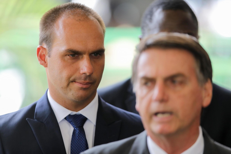 Eduardo Bolsonaro (esq) deve ser indicado pelo pai como embaixador nos Estados Unidos.