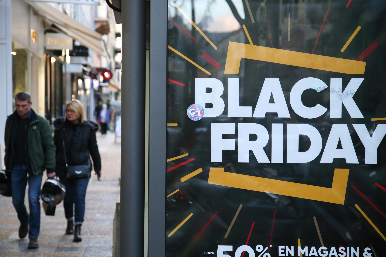 """Cartaz de """"Black Friday"""" na Córsega. 29 de Novembro de 2019."""