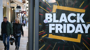 "Cartaz de ""Black Friday""."
