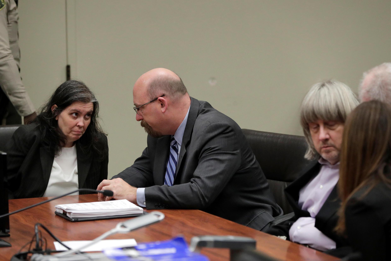 Mike Hestrin, promotor do condado de Riverside, informou que o casal David e Louise Turpin foi acusado de tortura, abuso e atos libidinosos contra os filhos.