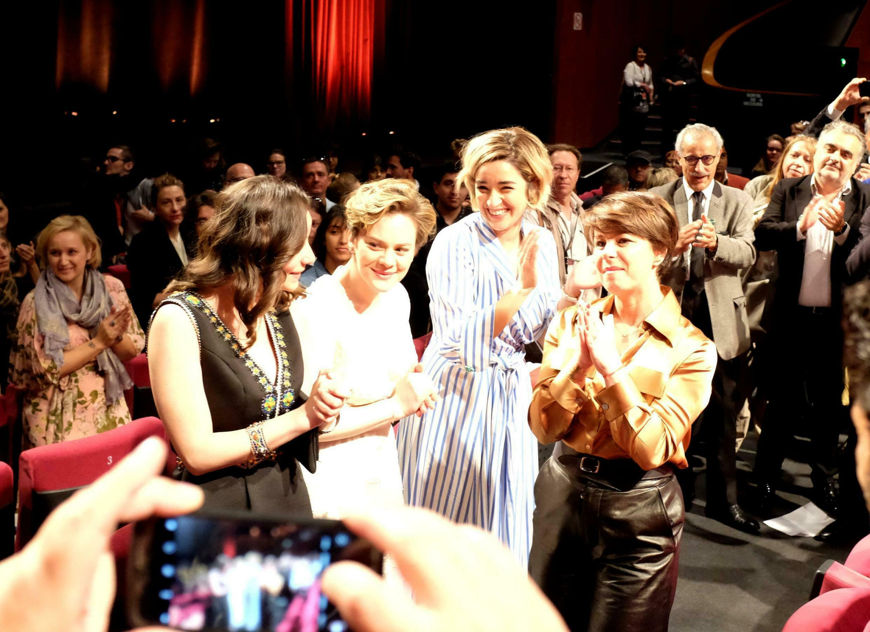 La réalisatrice Mounia Meddour et ses actrices après la première de « Papicha » au Festival de Cannes.