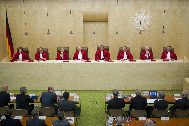 Para los expertos, si los mercados dieron ayer un suspiro de alivio, tras la decisión del Tribunal Constitucional Alemán de validar el plan de ayuda a Grecia, la decisión no es un cheque en blanco.