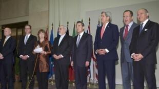 Les chefs de la diplomatie des grandes puissances et de l'Iran se sont  accordés dimanche, au petit matin, sur un texte commun. Genève, le 24 novembre 2013.