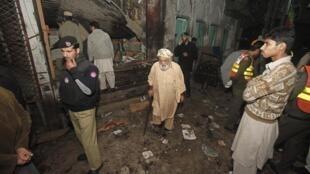 Peshawar, sur le site de l'attentat, le 22 décembre 2012.