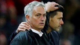 José Mourinho et Mauricio Pochettino. José Mourinho remplace Mauricio Pochettino à Tottenham.