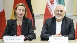 Đại diện của Liên Hiệp Châu Âu Federica Mogherini (P) và Ngoại trưởng Iran Javad Zarif trước cuộc hội kiến chính thức, Lausanne, 31/03/2015